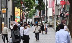 내달 1일부터 수도권 6인·비수도권 8인 모임 허용