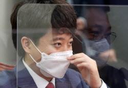 """이준석, `병역 의혹` 與 공세에 """"혈연·일면식 없어"""" 반박"""