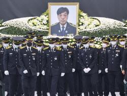 [포토]故 김동식 소방령 영결식 찾은 동료 소방관들