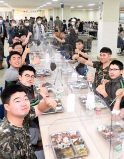 [포토] 군장병들, 한우 최고예요~