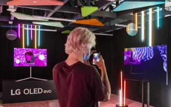 디지털아트 만나 작품이 된 LG 올레드 TV