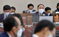 [포토]기재위 전체회의, '답변하는 홍남기 부총리'