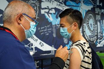 """美 FDA """"화이자·모더나 백신, 젊은 남성에 드물게 심장질환 부작용"""""""