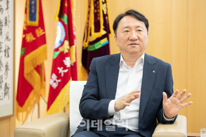 """①권준학 농협은행장 """"디지털 세상, 오프라인 가치는 여전"""""""