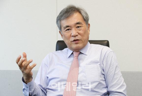 """이상돈 """"정세균·유승민의 낮은 지지율은 한국정치의 비극""""[만났습니다]"""