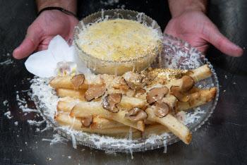 줄서서 먹는 맨해튼의 23만원짜리 감자튀김…왜 비싸지?