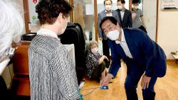 [동네방네]문석진 서대문구청장, 무더위쉼터 재개 경로당 현장 점검