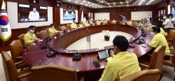 [포토]중앙재난안전대책본부 회의, 수도권 4단계 연장 발표
