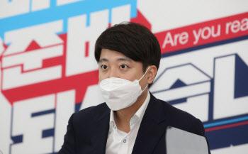 """이준석 """"과도한 의혹제기 자중 요청""""…尹·洪에 경고"""