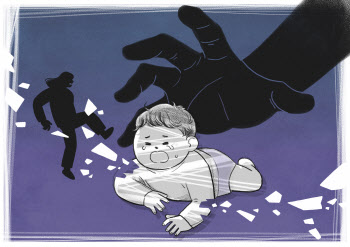 """""""더 세게 때려""""…애인 지시에 친모는 아들 때려 죽였다"""