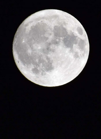 내일 돌풍, 천둥·번개, 비…한가위 보름달 보려면?