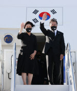 방미 마친 文대통령… '백신 외교' OK, '한반도 평화'는 '물음표'(종합)