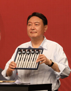 도마 위 오른 윤석열 토론실력…대세엔 지장 없나