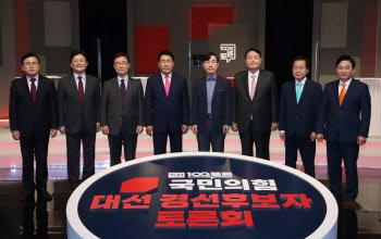 """여성징병제에 홍준표 """"반대"""" 유승민 """"검토해볼만"""""""