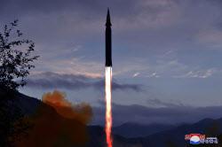 """북한, 신무기…""""극초음속미사일 화성-8형 시험 발사"""""""