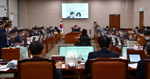 與野, '김만배 구속영장·윤석열 징계 취소' 기각 공방