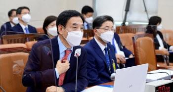 """이주열 총재 """"대출규제 성공여부 더 지켜봐야…금리 인상은 이어간다""""(종합)"""