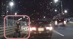 (영상)고속도로 1차선서 '경광봉 흔든 여성' 정체는?