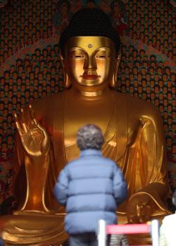 [포토]'부처님 앞에서 간절한 마음으로'