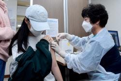 코로나19 백신 접종완료율 70% 돌파…'위드 코로나' 성큼