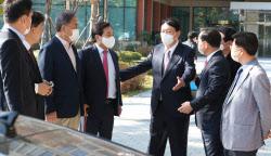 [포토]이야기 나누는 윤석열-공동선대위원장들