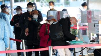 서울 신규 확진 이틀째 400명대…백신 1차 접종 80% 넘어(종합)