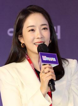[포토]대담 나누는 방송인 박은영
