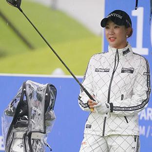 빗속 골프여신