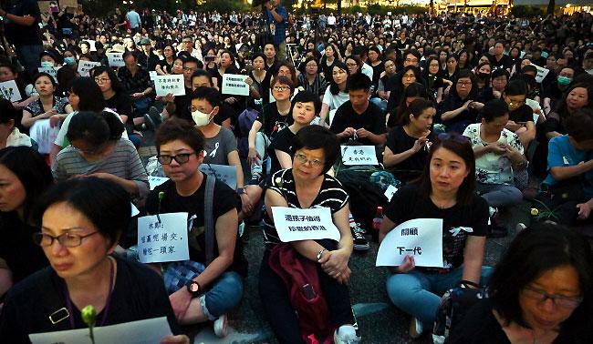 홍콩 100만 시위에 물러선 中..시진핑이 잃은 3가지