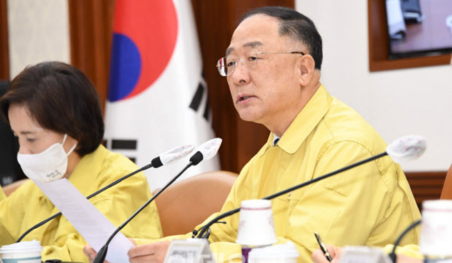 """홍남기 """"30억 아파트 종부세 3800만원…세 부담 2배"""""""