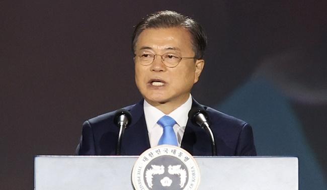 '헌법 1조'로 집권한 文대통령, '헌법 10조' 들고나온 이유는(종합)