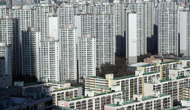 """홍남기 """"용적률 완화·50층 재건축, 주택 5만호 이상 공급"""""""