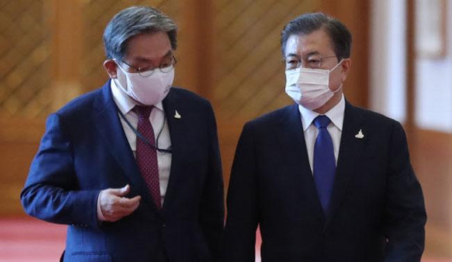 """""""文 지지 안 해"""" 1%→33%..노영민·靑수석 5명 일괄 사의"""