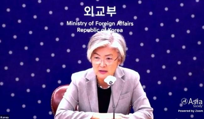 """강경화, 北총격사건에 """"인내심 약해지지만 평화적 접근 유지해야"""""""