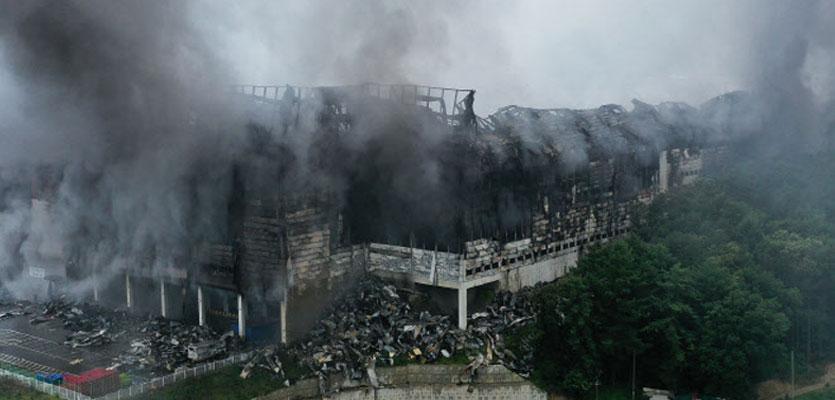 """""""건물 중앙 주저앉은 듯"""" 쿠팡 물류센터 화재, 안전진단 잠정 연기"""