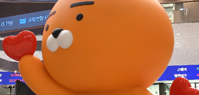 """[실시간중계]""""치열한 눈치보기"""" 카뱅 둘째날…청약 경쟁률 61대 1"""