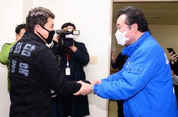 신동욱 후보와 조우한 이낙연 후보