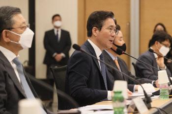 """성윤모 장관, """"섬유패션산업, 특별고용지원 업종 지정 검토"""""""