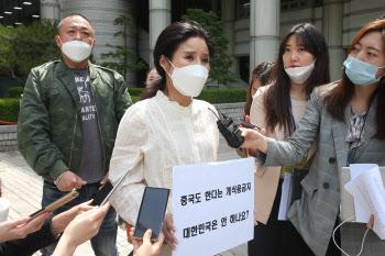 법정 나서는 박소연 전 대표
