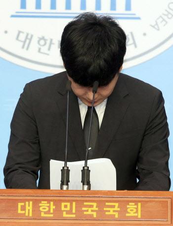 인사하는 故 구하라 씨 친오빠 구호인 씨