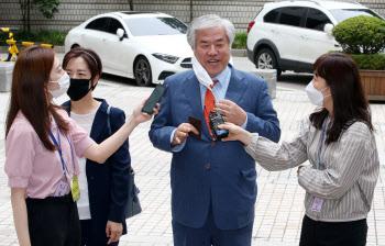 '공직선거법 위반' 전광훈 목사 1차 공판…보석 뒤 첫 출석