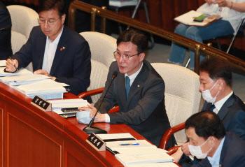 예결위 전체회의, '인사말하는 김민석 의원'