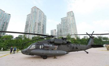 미군 블랙호크 헬기, 한강공원 비상착륙...천막 등 파손