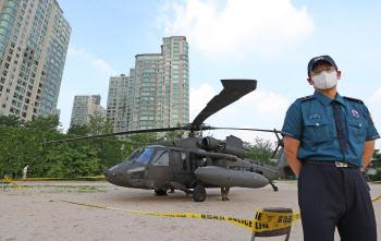 한강에 비상 착륙한 헬기