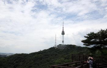 남산 N타워 넘어로 보이는 파란하늘