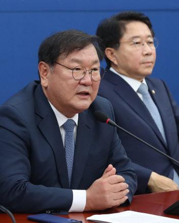 김태년, '부동산 대책 관련 후속입법 서두르겠다'