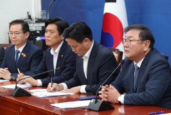 '원내대책회의 주재하는 김태년'