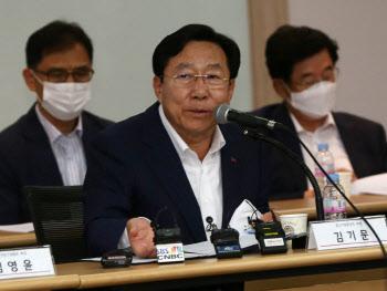 최저임금 입장밝히는 김기문 중속기업중앙회장
