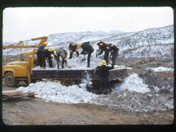 초기 경부고속道, 제설작업은 빗자루·삽으로