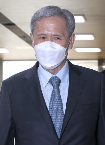 김관진 전 국가안보실장, 항소심 공판 출석